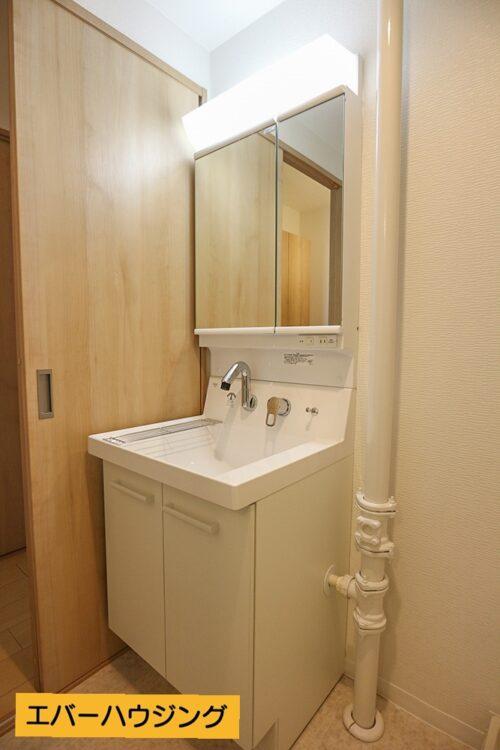 リフォームにて洗面化粧台は新調済みです。