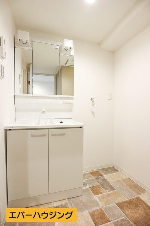 洗面台はリフォームにて新調済みです。