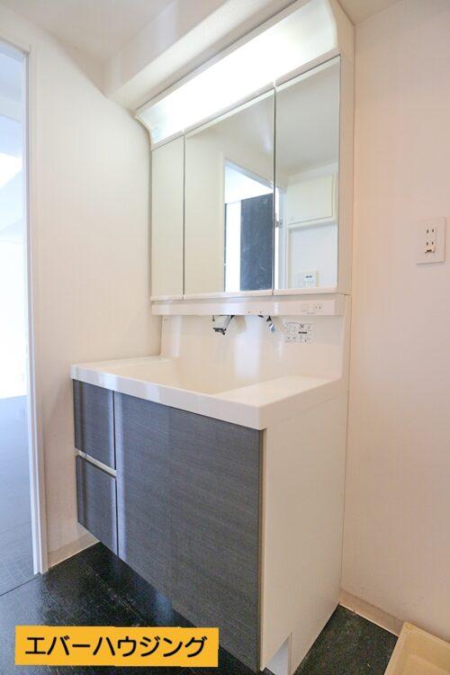 洗面化粧台です。 ※写真はルームクリーニング前です。