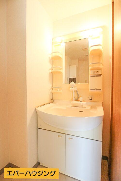 洗面化粧台です。 当店にてリフォームも可能です。お客様に合わせたプランをご提案いたします。