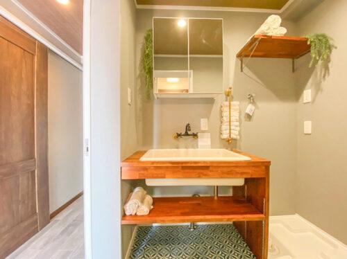 洗面化粧台です。シンプルですっきりとした見た目♪