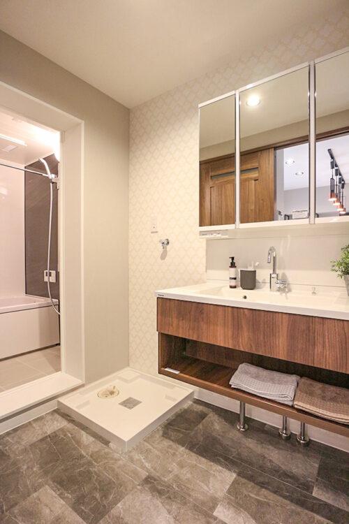 洗面化粧台です。リフォームにて新調済みです。室内(2021年10月)撮影