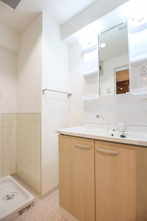 洗面化粧台も新調済みです。現地(2021年10月)撮影