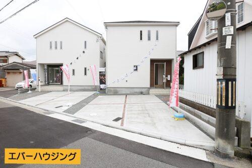 前面道路を含む現地写真です。 手前が4号棟、奥が3号棟です。 ※室内写真は全て4号棟のものです。