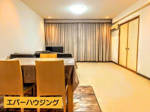 リビングは広々20帖ございます。 家具やソファを置いても空間にゆとりがあります。