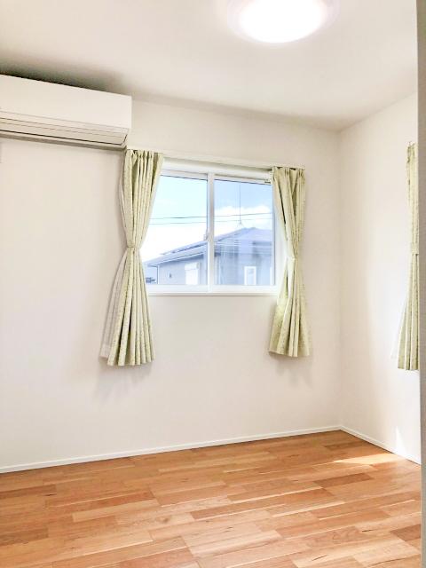 2階の洋室です。各洋室にはクローゼット収納がございます。