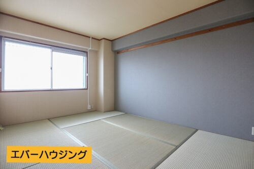 和室6畳のお部屋です。タタミ、襖は貼り替え済みです。