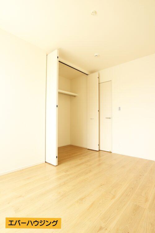 各洋室にはクローゼット収納完備