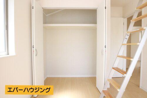 各洋室にはクローゼット収納が完備。