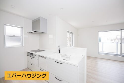 【同形状・同仕様の写真です】食洗機付きのシステムキッチンです。背面にはカップボード、ワークスペースもございます。
