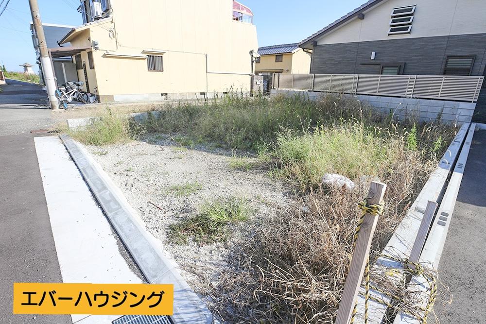 JR「明石駅」まで徒歩14分! 海が近く、閑静な住宅街♪ 3階建ての4LDKです。 現地(2020年10月)撮影