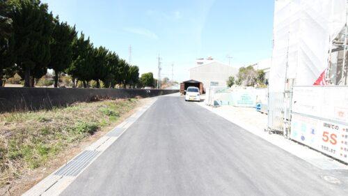南側道路の写真です。幅員約4.7m