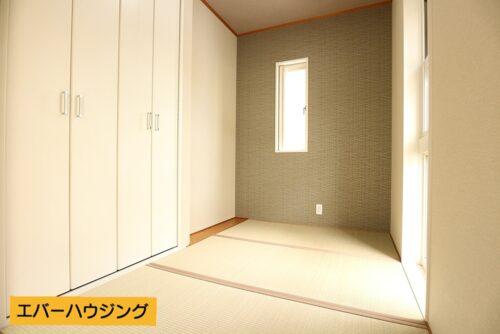 タタミコーナーには収納もございます。お子様の遊び場としても安心な畳のお部屋。