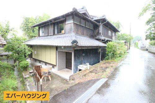 敷地は広々89坪!隣の家との間隔も十分にあります。