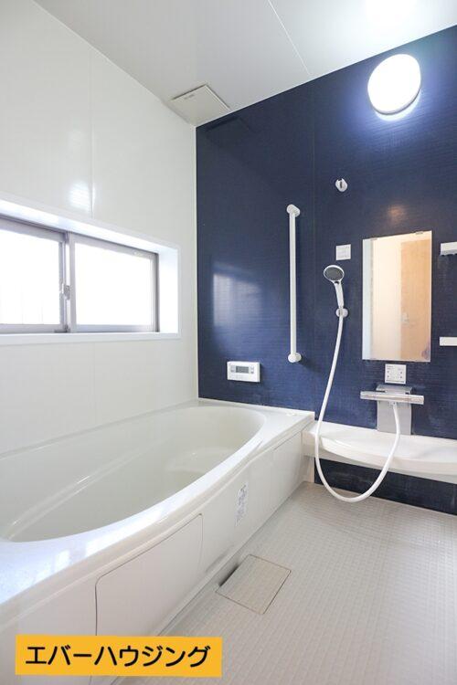 浴槽も広く、ゆったりできる浴室です。