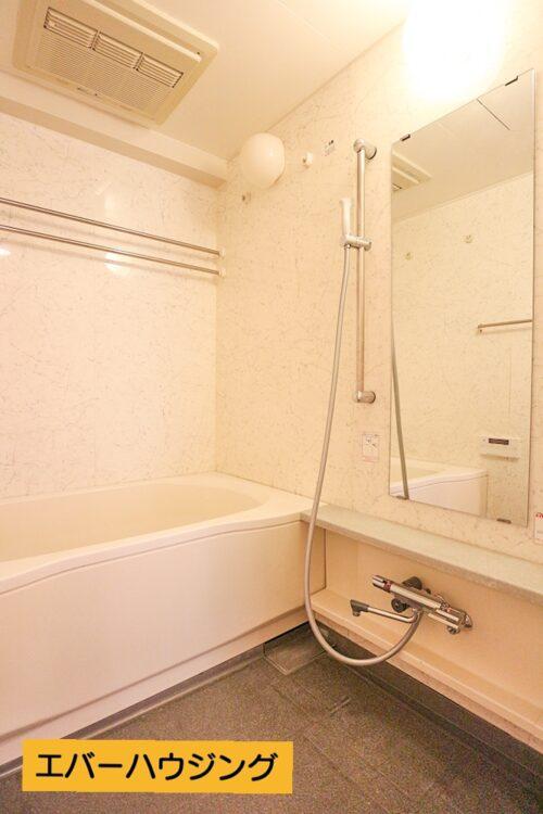 浴室には浴室乾燥機付きです。 雨の日のお洗濯にも大活躍です♪