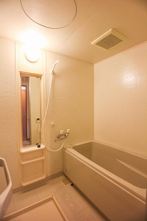 浴室です。給湯器はリフォームにて交換済みです。