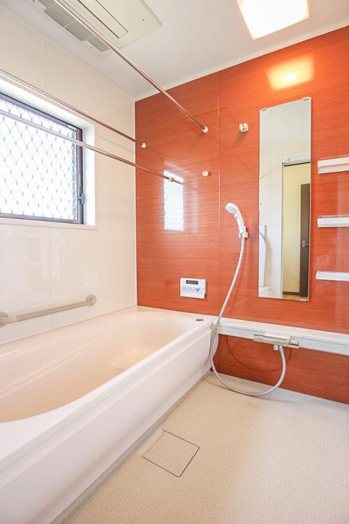 浴室乾燥機付きのバスルームです。現地(2021年4月20日)撮影