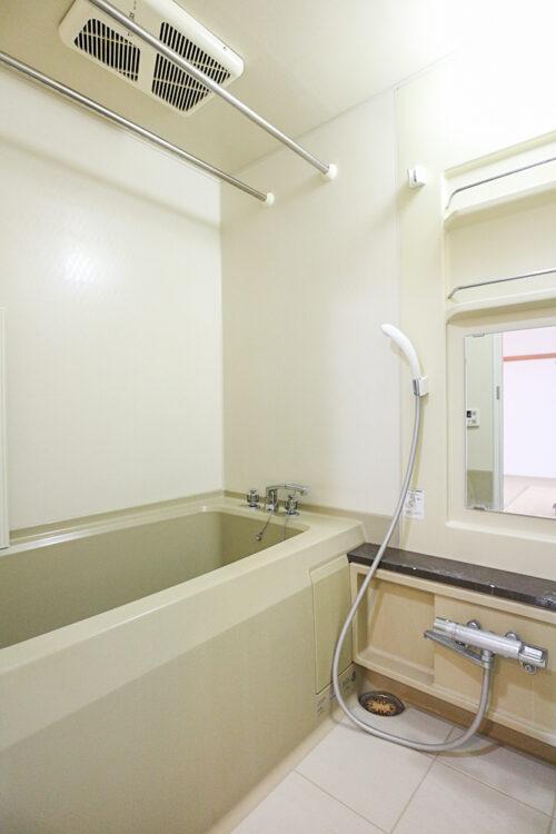 浴室乾燥機付きの浴室です。(2021年4月27日)撮影