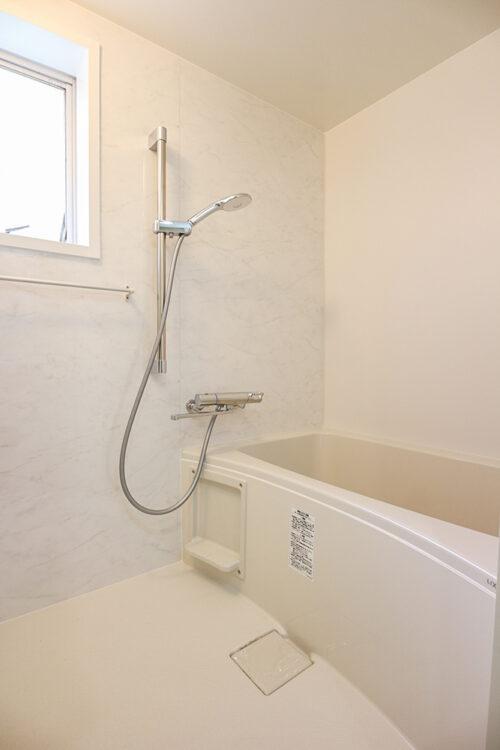 浴室もリフォームにて新調済みです。(2021年5月10日)撮影