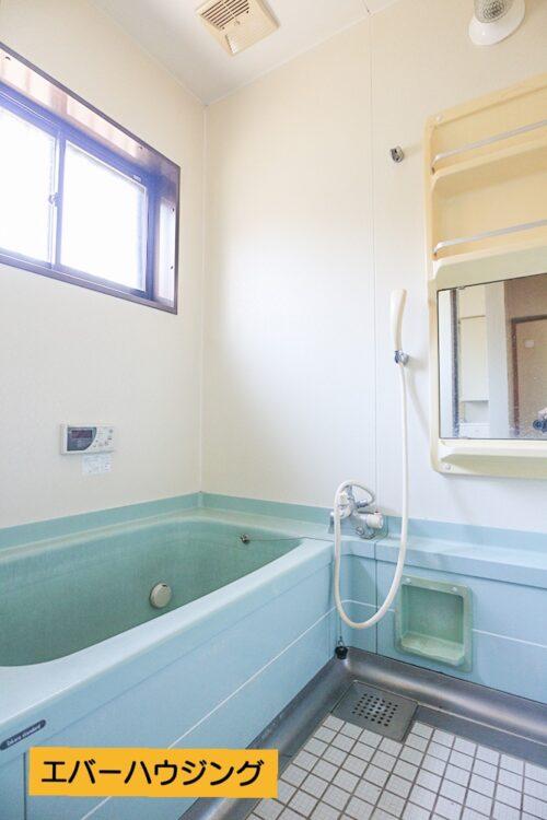 浴室です。弊社にて水回りリフォームも出来ますので、お気軽にご相談下さい。現地(2021年5月)撮影