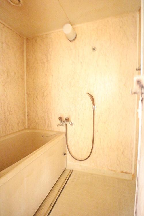 浴室です。水回りだけでも弊社でリフォーム可能です。お気軽にご相談下さい。