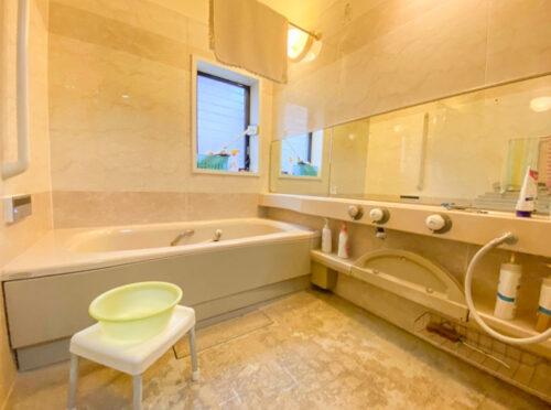 浴室も広々!水回りなど気になる方は弊社にてプチリフォームも可能です。