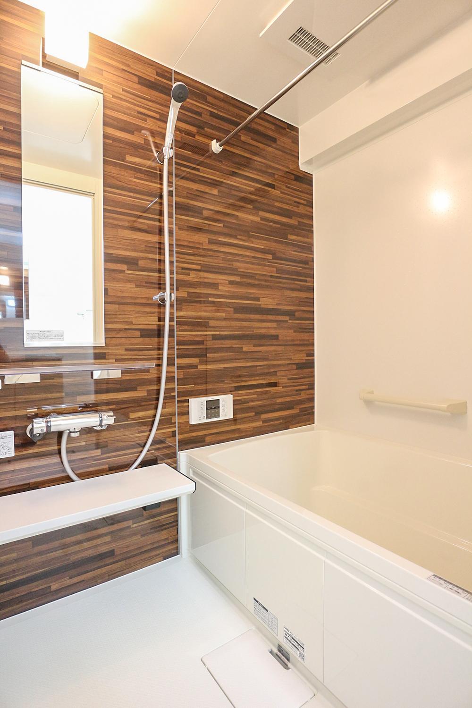 浴室もリフォームにて新調済みです。現地(2021年10月)撮影