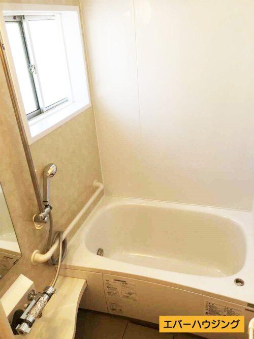 浴槽はリフォームにて交換済みです。