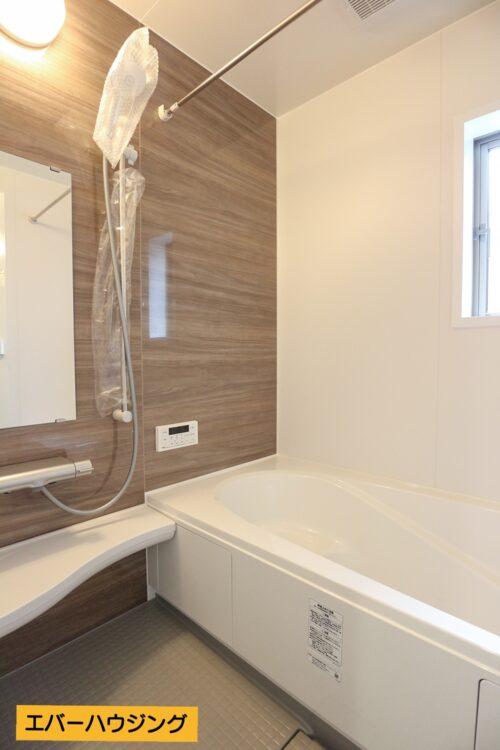 浴室乾燥機付きの浴室です。 雨の日のお洗濯は浴室で乾燥できます。