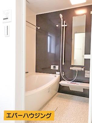 浴室には浴室乾燥機付きです。 雨の日のお洗濯に大活躍です。