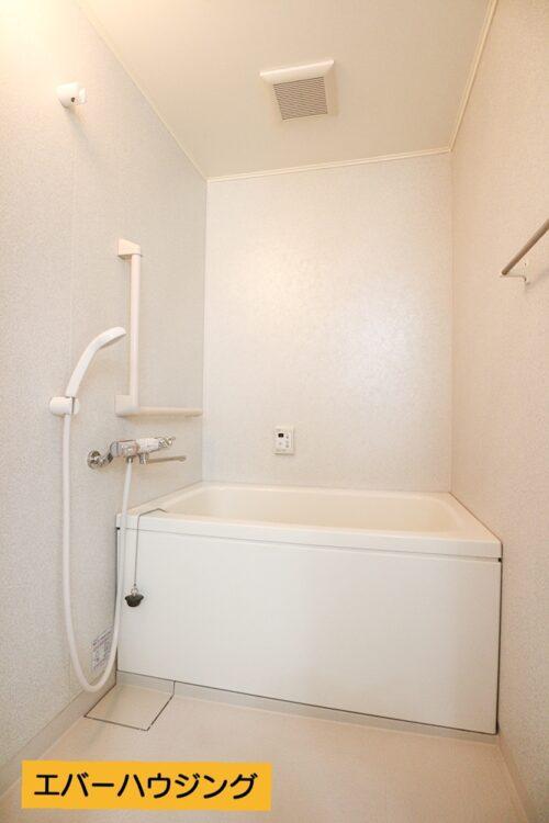 浴室はリフォームにて水栓を交換済みです。
