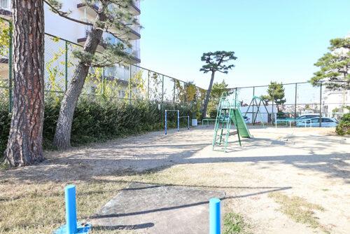 敷地内には公園もございます。
