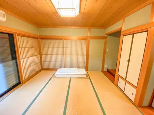 LDKの横の和室8帖のお部屋です。お子様の遊び場としても、客間としてもご活用できます。