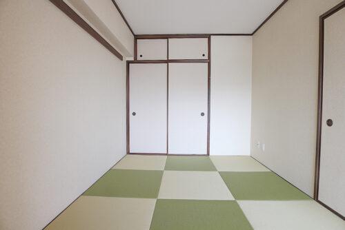 和室6畳のお部屋です。琉球畳に貼り替え済み、襖も新調済みです。