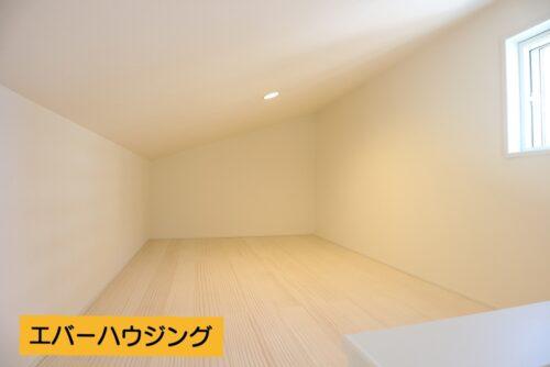 ロフトスペースはしっかりと広さがあります。天井も高さがあるので、様々な用途にお使いいただけます。