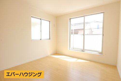洋室6.12帖のお部屋です。 南向きで2面採光があり、明るいお部屋です。