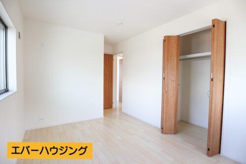 各洋室にはクローゼット収納完備。