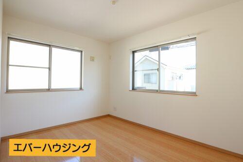 2階の洋室6.62帖のお部屋です。