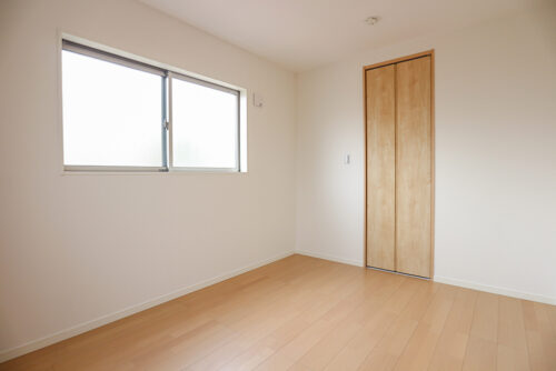 洋室6帖のお部屋です。現地(2021年8月)撮影