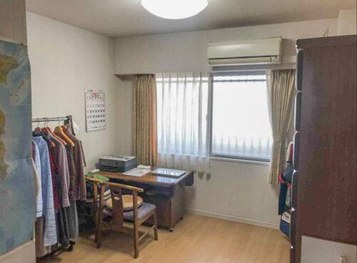 居室です。現在居住中につき、荷物がございます。(2021年5月)撮影