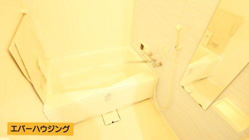 バスルームはゆったりと浸かれます。