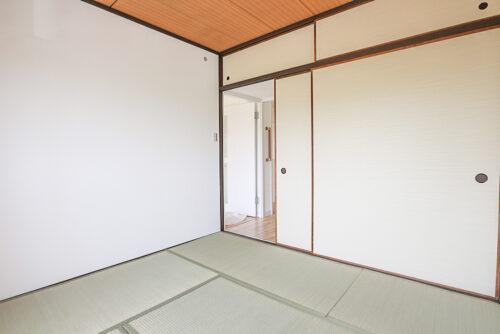 南側の和室4.5帖です。陽当たり良好です。押し入れ収納と天袋収納がございます。(2021年5月10日)撮影