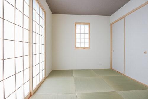 和室4.5畳のお部屋です。可動間仕切りでリビングと繋げて使用できます。現地(2021年8月)撮影