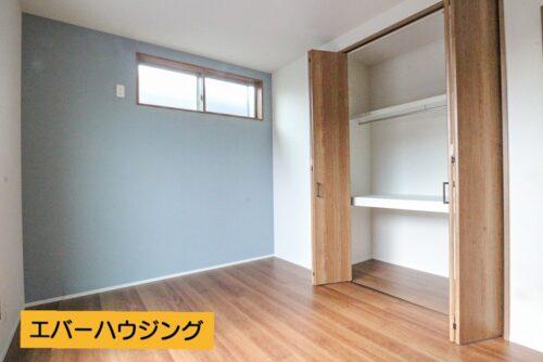洋室6畳のお部屋です。各洋室にはクローゼット収納がございます。
