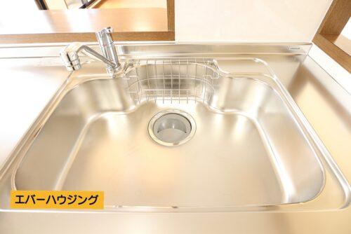 キッチン水栓は使いやすいシングルレバー。