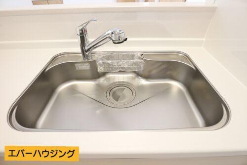 シングルレバーが使いやすい! 浄水に切り替えも可能です。