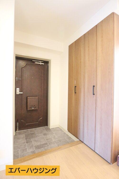 玄関スペースです。 大容量のシューズボックスもございます。