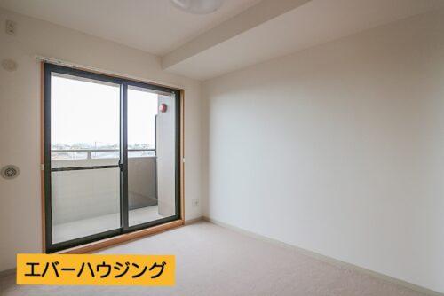 洋室4.8畳のお部屋です。