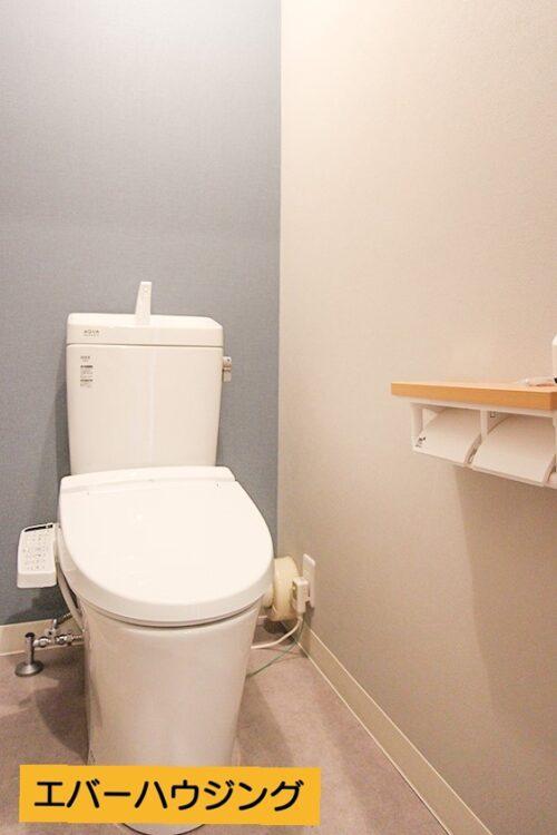 洗浄機能付き便座のトイレです。 リフォームにて新調済みです。